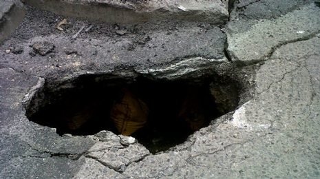 worker-falls-down-23m-hole-at-rail-site