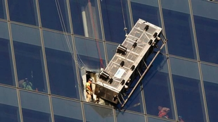 window-cleaners-rescued-at-world-trade-center
