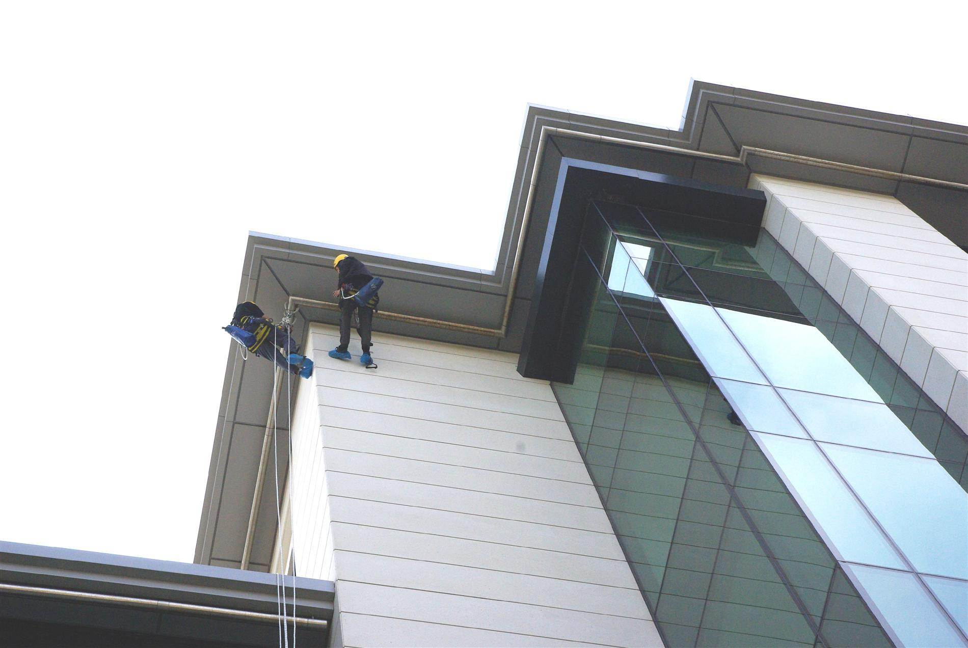 height safety abseil rails for cleaning high rise building